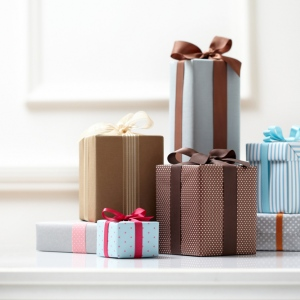 Easy & Inexpensive Giveaways For The Holiday Season